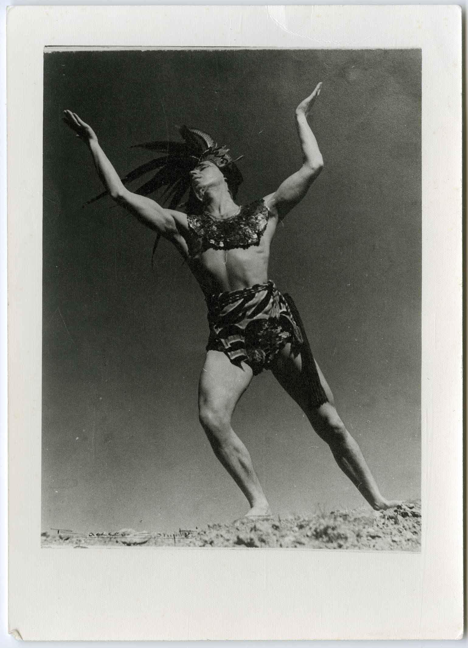 Fotografia de Batlle i Compte de Joan Magriñà caracteritzat per al ballet Himne al Sol estrenat el 1942