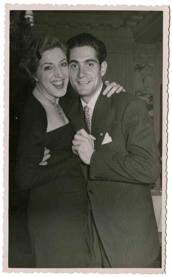 Fotografia de Mary Santpere i Antoni Ramallets, jugador del Barça el 1954?