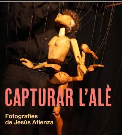 Cartell de l'exposició de fotografies de titelles Capturar l'alè, de Jesús Atienza