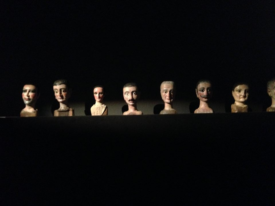 Talles de titelles de guant de tipus català del fons Anglès a l'exposició Figures del desdoblament a l'Arts Santa Mònica (8 octubre 2015-10 gener 2016)
