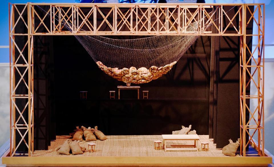 Teatrí de Fabià Puigserver per a Terra baixa d'Àngel Guimerà, dirigida per Josep Montanyès amb la companyia Teatre de l'Escorpí, el 1975