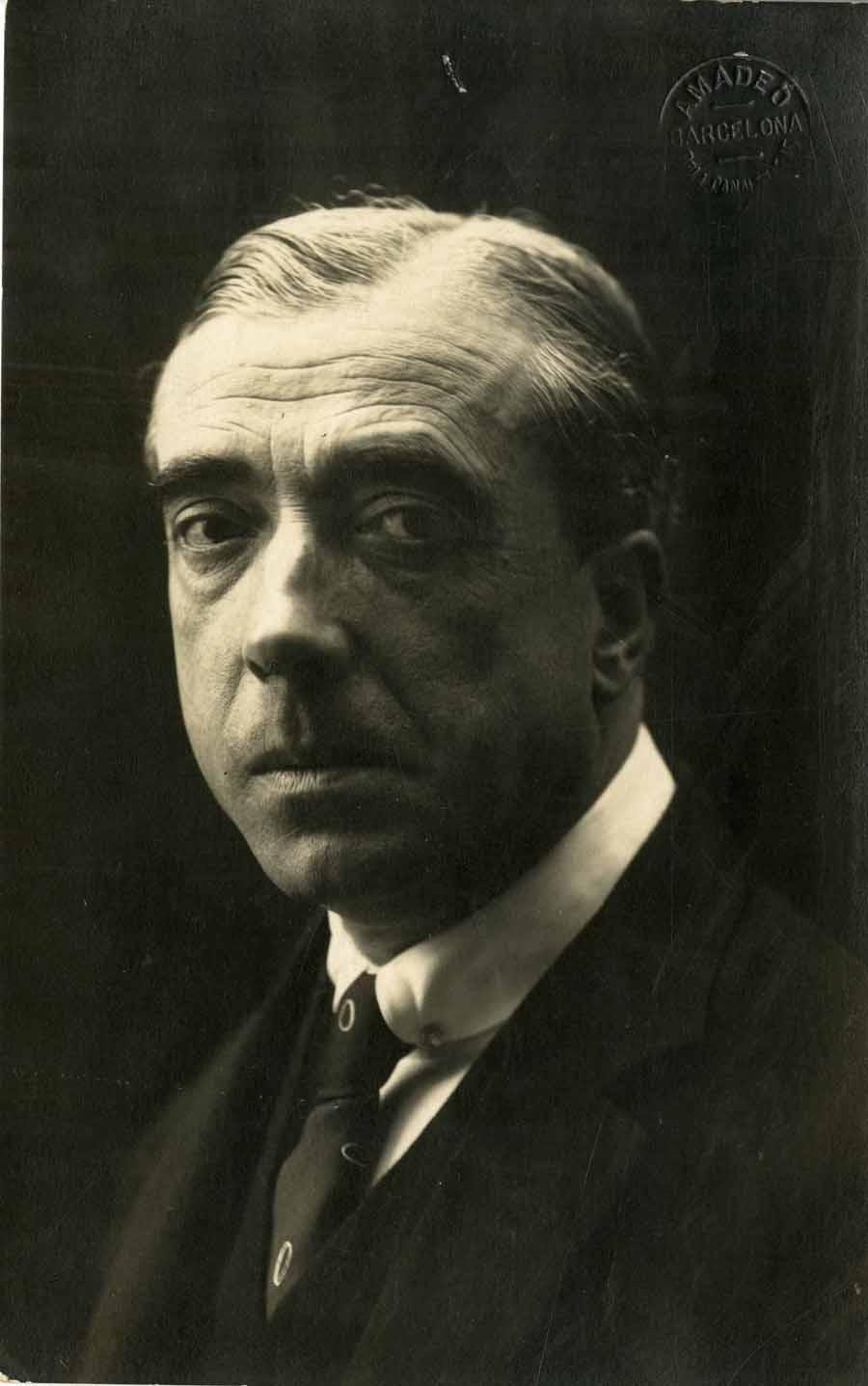 Retrat d'Adrià Gual, fotografiat per Amadeo, anys 1910-1920