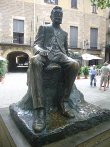 Escultura d'Àngel Guimerà a Barcelona. L'original és de Josep Cardona i Furró i forma part del Fons Àngel Guimerà del MAE