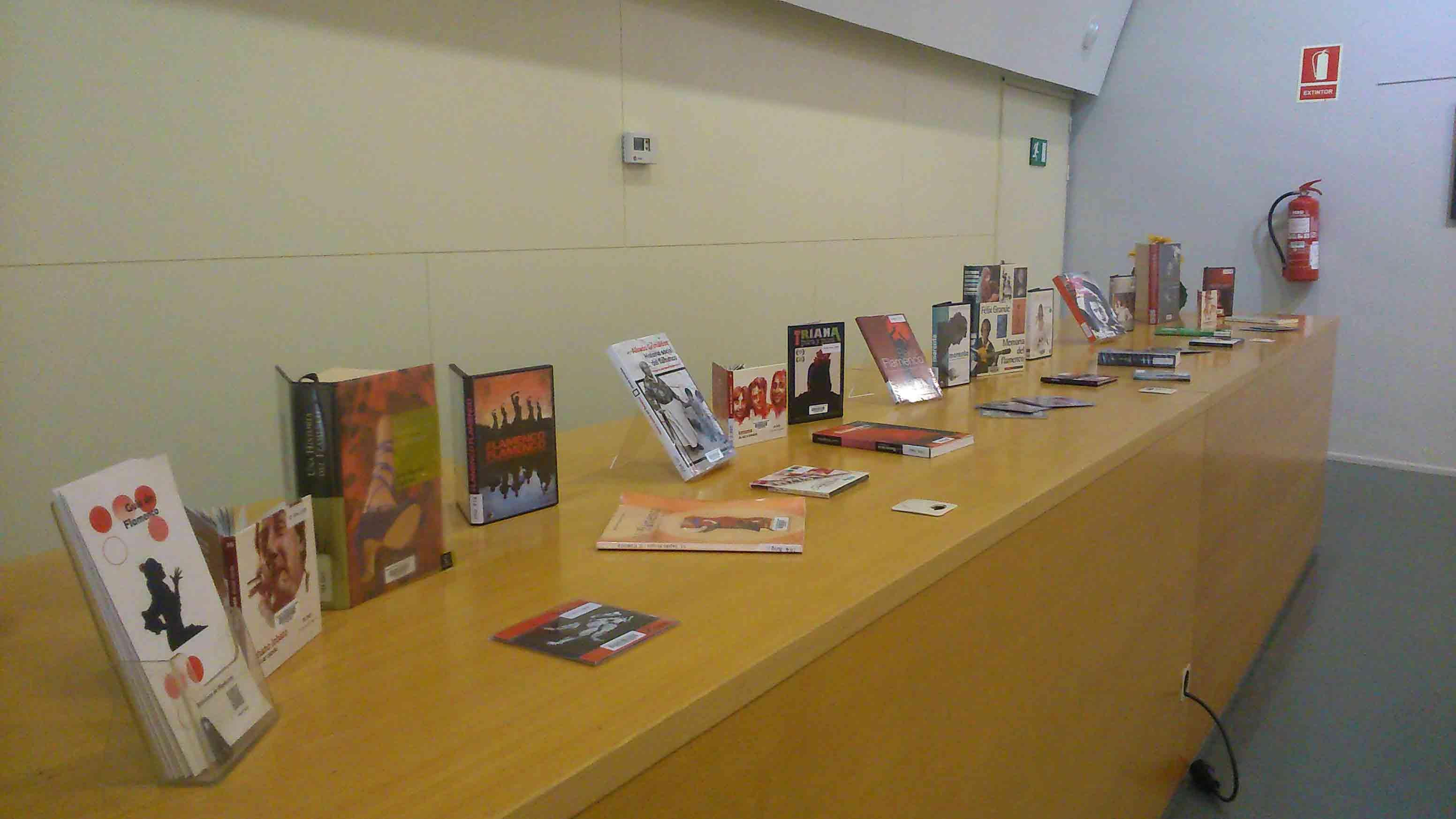 Mostra de documents sobre flamenc i Carmen Amaya a l'exposició itinerant del MAE Carmen Amaya a la Biblioteca de Viladecans, del 29 de març al 29 d'abril de 2016