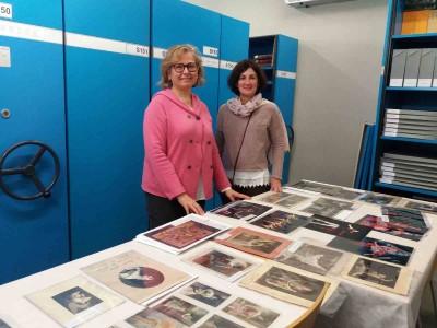 Visita al MAE de Neus Llisterri, cap d'adquisicions de la Biblioteca de Catalunya, acompanyada de Neus Garriga, cap de la Unitat de Serveis Bàsics del MAE, 23 novembre 2016