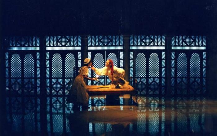 Fotografia de Josep Ros Ribas, de Les noces de fígaro, dirigida per Fabià Puigserver i estrenada al Teatre Lliure el 1989.