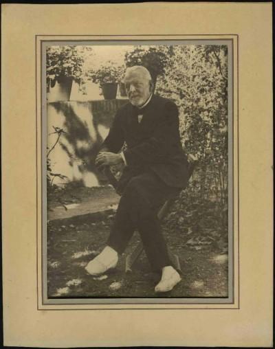 Aquesta fotografia de Pere Aldavert es trobava emmarcada al despatx d'Àngel Guimerà i forma part del fons Àngel Guimerà del MAE