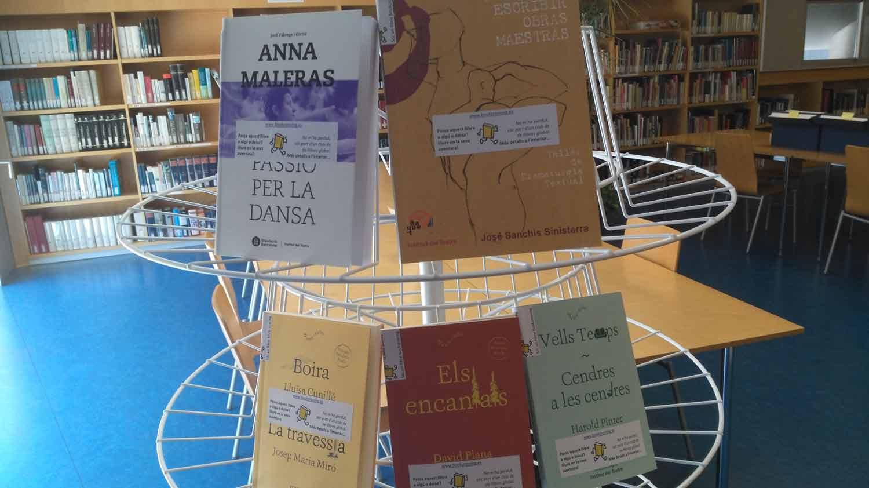 Exemplars de publicacions de l'Institut del Teatre alliberats el 21 d'abril de 2017