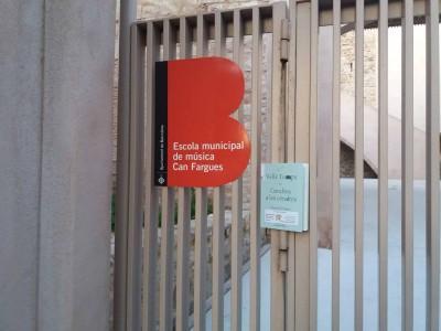 Exemplar de publicacions de l'Institut del Teatre alliberat el 21 d'abril de 2017 a l'Escola Municipal de Música Can Fargues d'Horta (Barcelona)