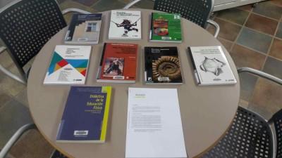 Mostra de llibres a la biblioteca de Vic recomanats pel professor Enric M. Sebastiani, de l'assignatura Eines d'avaluació aplicades a l'educació, del postgrau Moviment i Educació del Centre de Vic de l'Institut del Teatre, 7 abril 2017