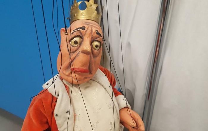 Titella Rei per a Sant Jordi i el drac de Harry V. Tozer. Fons Harry Vernon Tozer del MAE.