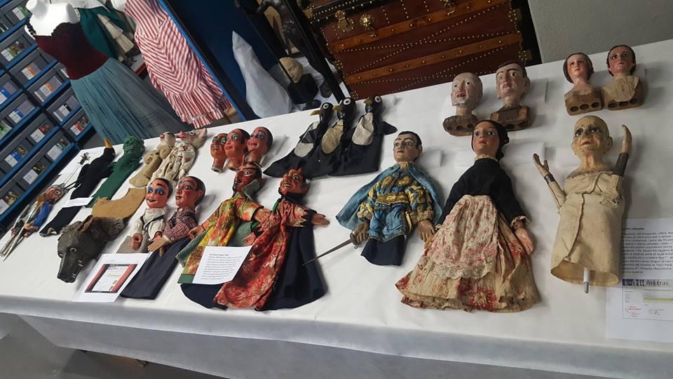 Seleció de titelles per a la visita a les reserves del MAE, centrada en el fons de titelles del MAE, organitzada pel Centre Cultural Albareda, com a complement a l'acollida de l'exposició itinerant Capturant l'alè amb les fotografies d'Atienza sobre titelles, 12 maig 2017.