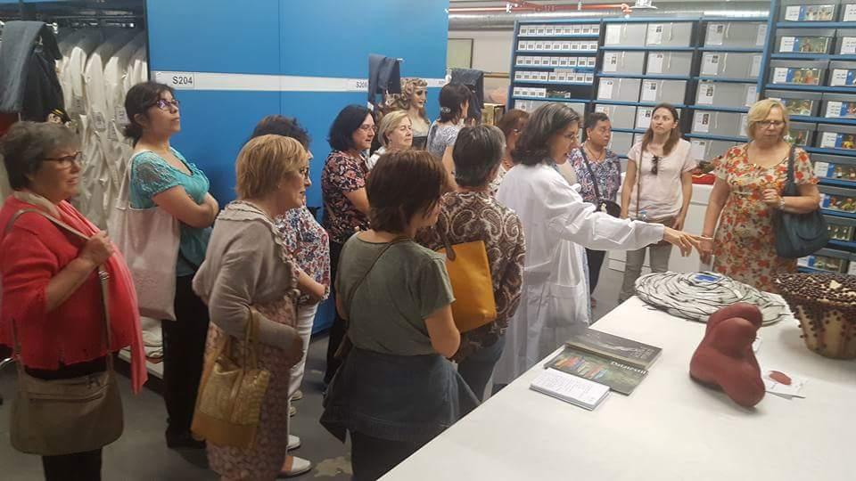 Visita del club de lectura Fil per randa del Centre de Documentació i Museu Tèxtil de Terrassa, 25 maig 2017