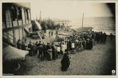 L'avi, d'Apel·les Mestres, amb alumnes de l'Escola Catalana d'Art Dramàtic dirigits per Adrià Gual. Barcelona, Escola del Mar, 1924