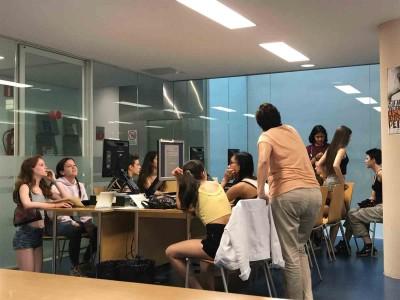 Alumnes de 4t ESO de l'EESA/CPD fent el seu treball de recerca. Biblioteca de Barcelona, 15 juny 2018