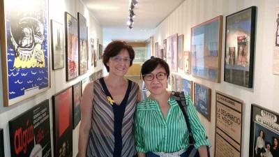 Anna Valls, directora del MAE i Bernice Chan, crítica teatral xinesa, visita al MAE el 25 juny 2018