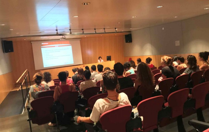Anna Valls, directora del MAE, amb la visita dels participants al Curs d'estiu del Department d'Ensenyament de la Generalitat de Catalunya