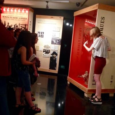 Laura Ars, tècnica de museu del MAE, a la visita guiada al MAE a seguidors d'Instagram, 19 setembre 2018
