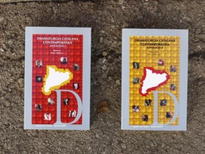 Cobertes dels llibres Dramatúrgia catalana contemporánea, coedició de l'Institut del Teatre amb Paso de Gato de 2017