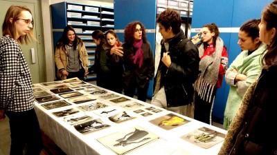 Visita a les reserves del MAE de la sessió de formació especialitzada als alumnes d'Història de la dansa a Espanya, del CSD. 4 febrer 2019