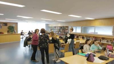 Alumnes de 4t de l'ESO de l'EESA/CPD realitzant el seu treball de recerca durant la setmana de l'11 al 15 de març a la biblioteca de Barcelona del MAE
