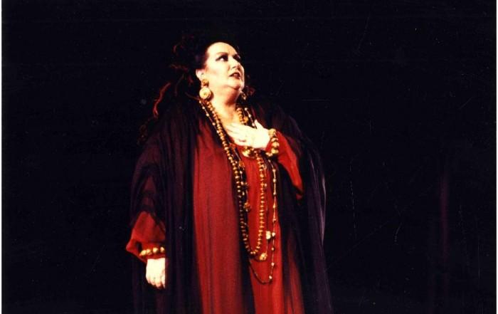Montserrat Caballé a Medea, Festival Castell de Peralada, 4 agost 1989. Fotografia de Josep Aznar. Col·lecció fotogràfica del MAE.