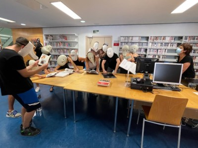 Classe d'Interpretació 2, professora Maria Codinachs, ESAD, a la biblioteca de Barcelona del MAE, 14 setembre 2021